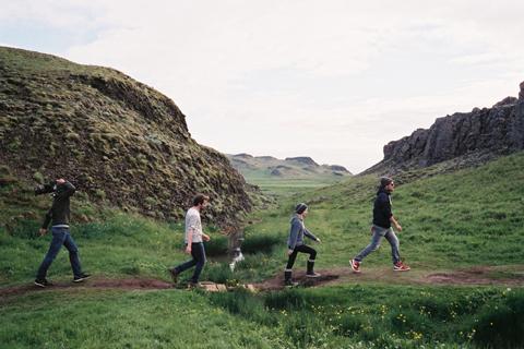투모로우 제작진_아이슬란드 지열.jpg